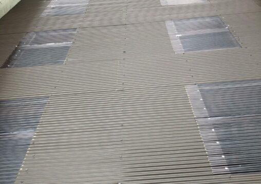 倉庫の波板補修工事