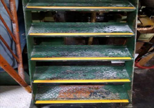 階段 ノンスリップ化工事